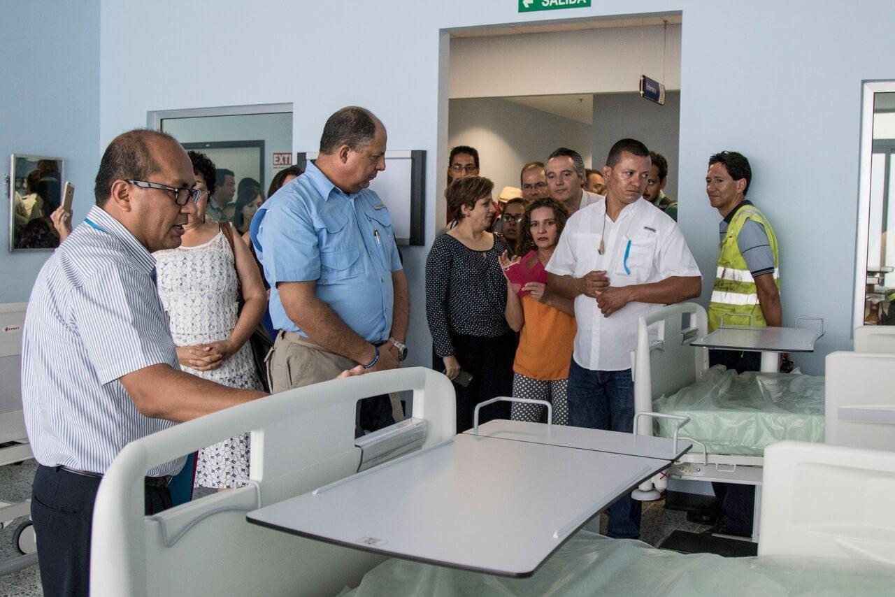 ef4013f6f La torre médica fue inaugurada en el 2016 en una primera fase del proyecto  de mejoras del Hospital La Anexión. En la foto aparece el director del  centro ...