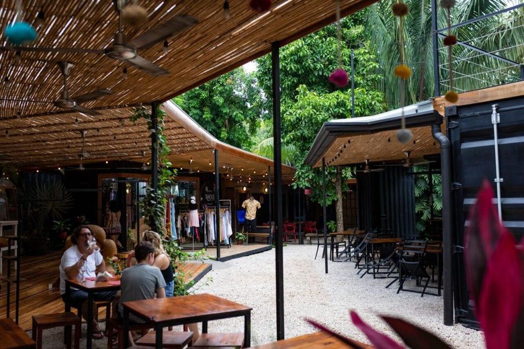 Little Italy empezó a tomar forma de mercado gastronómico hace dos años. Se ubica en Guiones, Nosara y su oferta gira alrededor de los placeres del país europeo.
