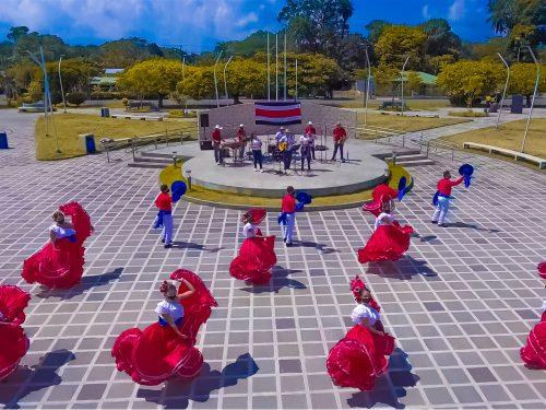 El ensamble folclórico y musical Bajura se presentará en vivo el domingo 7 de marzo